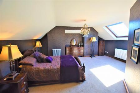 Main bed 1.jpg