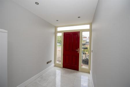 Entrance Hallway (1).JPG