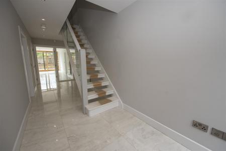 Entrance Hallway (2).JPG
