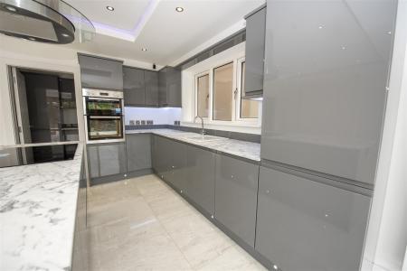 Kitchen Dining Area (4).JPG