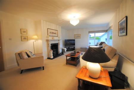 new lounge 1.jpg