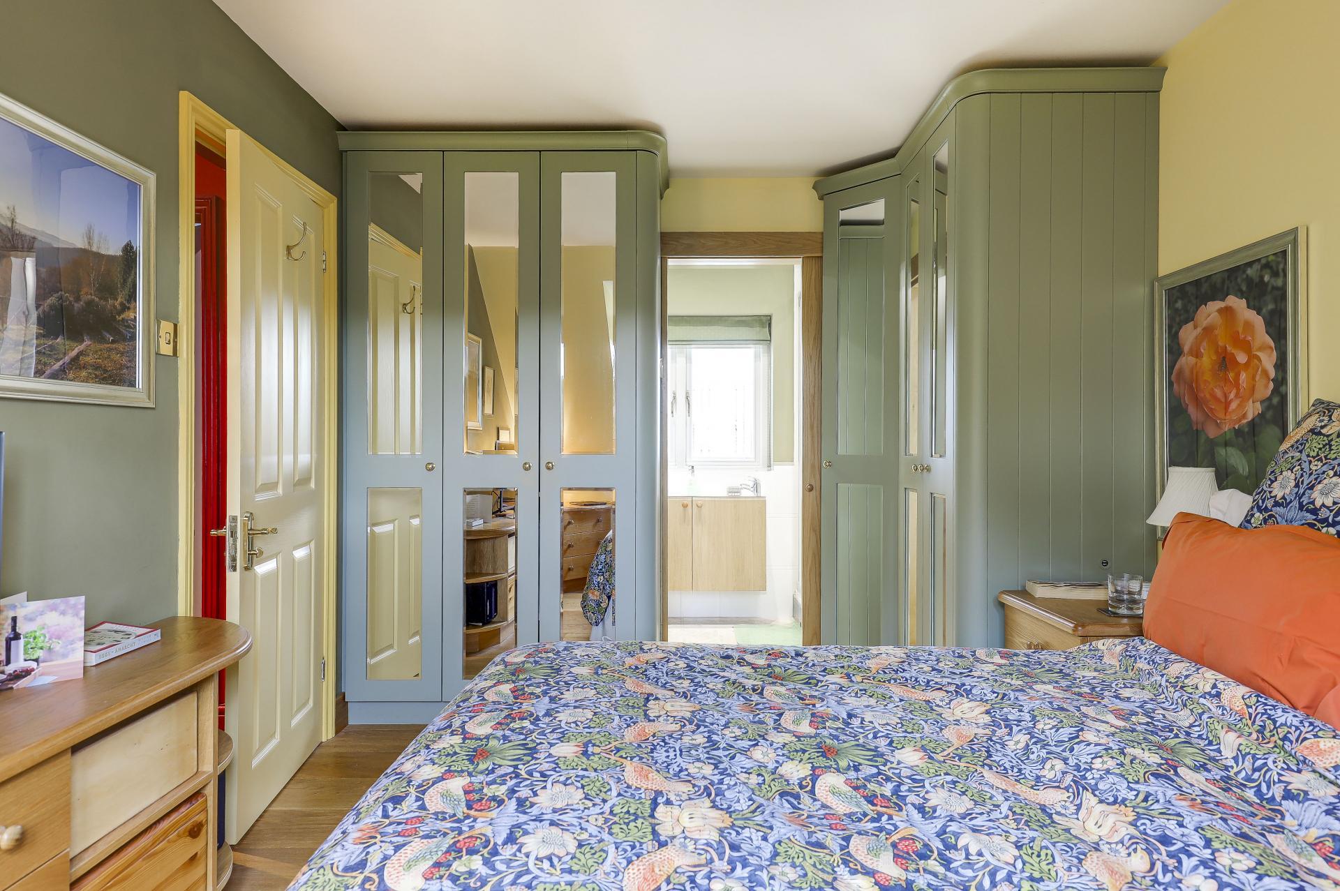 4 bedroom detached house for sale in royston. Black Bedroom Furniture Sets. Home Design Ideas