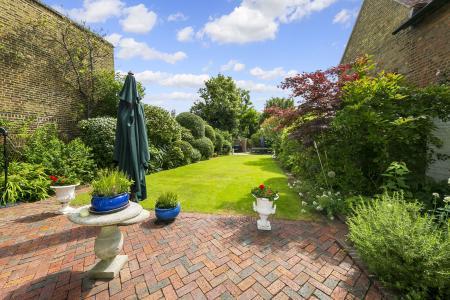 Garden (view to rear)