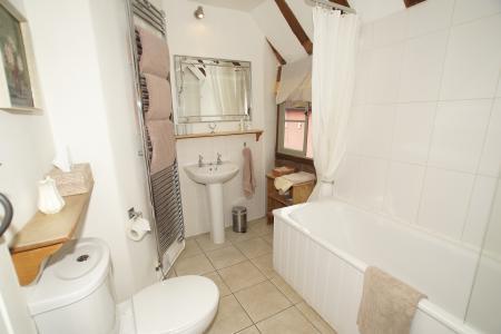 3 Shilling Street bathroom 2.jpg