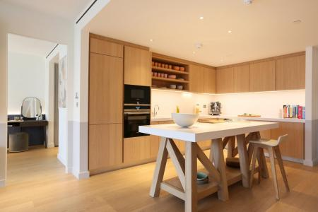 Gehry-show-apartment-kitchen-at-Battersea-Power-St