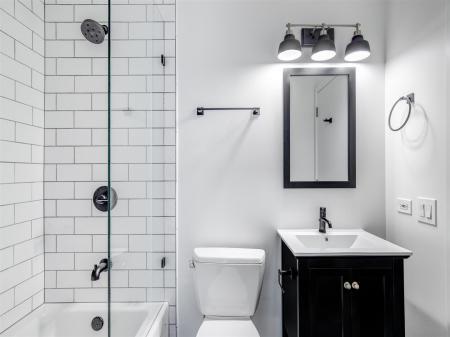 Bathroom1r.jpg