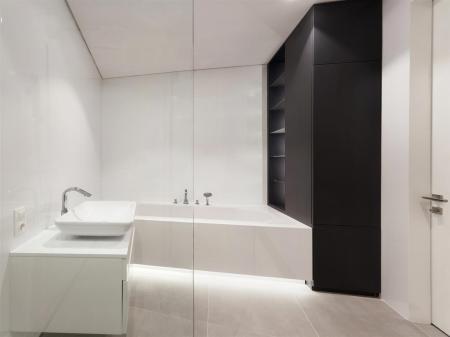Bathroom9r.jpg