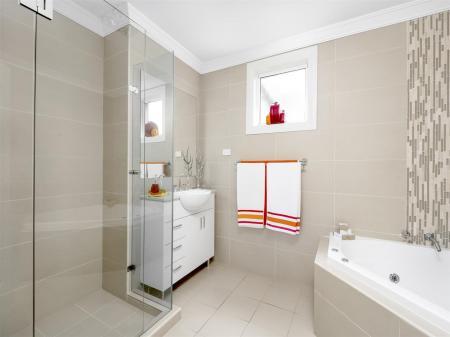 Bathroom5r.jpg