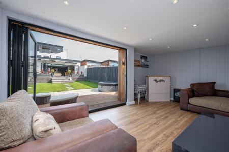 Garden/Leisure Room