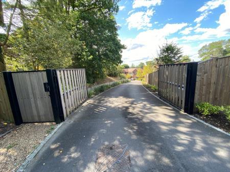 Lynwood Heath Rise,Surrey GU15 2ER