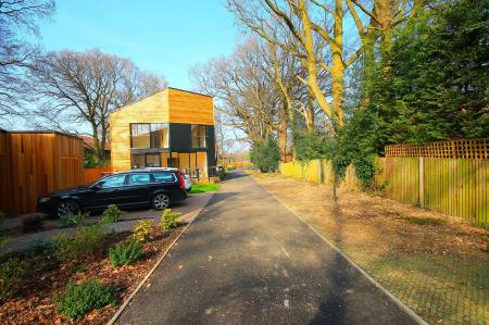 Manor Wood Grove, Bagshot