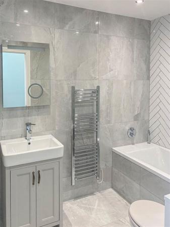 Example of a Saren Homes bathroom-4.jpg