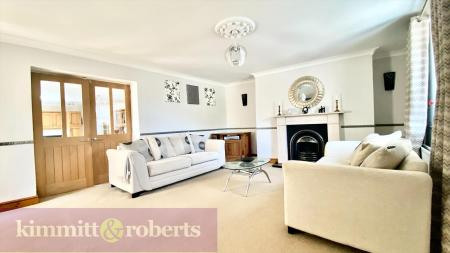 STUNNING FARMHOUSE with 2 ANNEXES - Houghton Road, Newbottle,