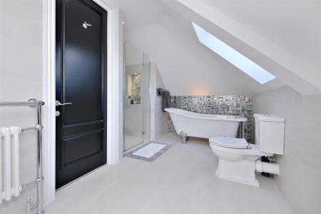 Upper En-Suite.jpg