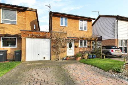 4 bedroom Detached House for sale in Crawley