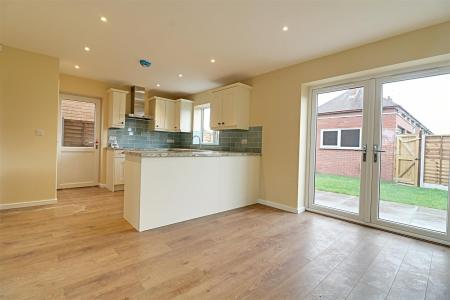 REAR FITTED KITCHEN / DINER