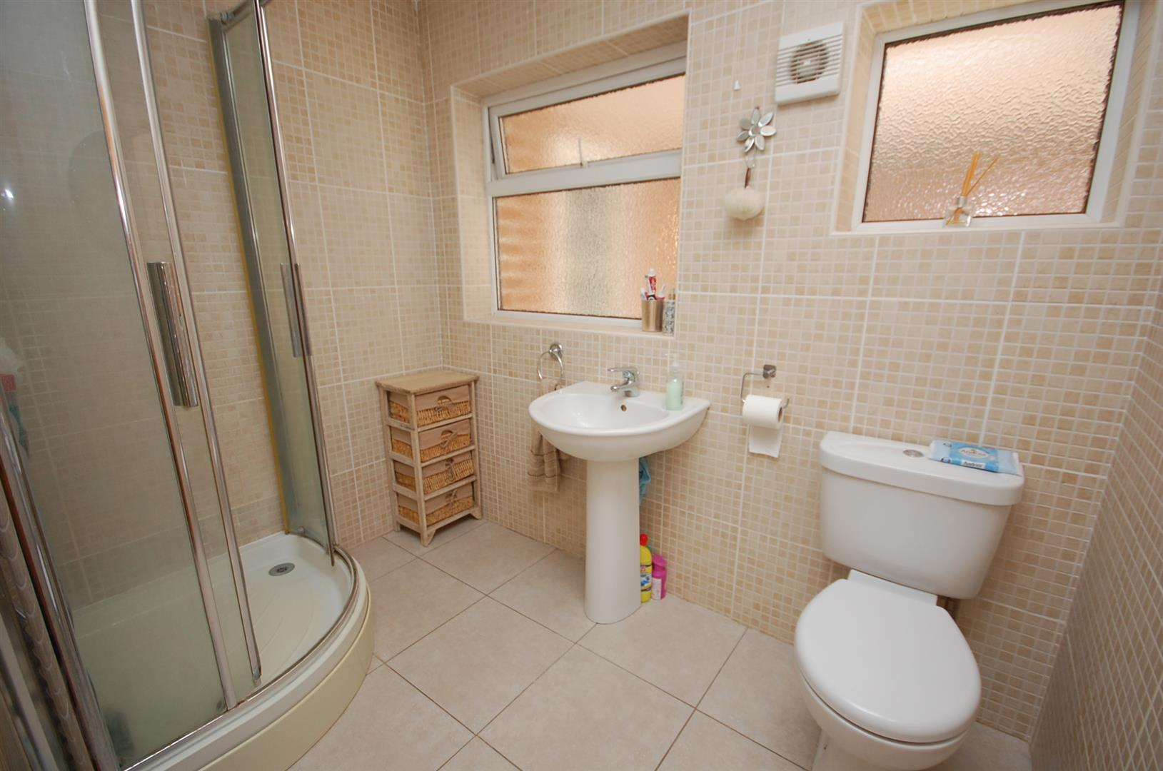 4 bedroom Detached House for sale in Radcliffe On Trent