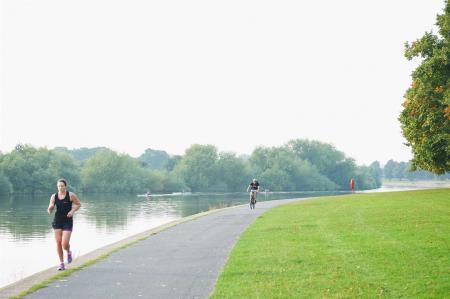 Embankment Runner