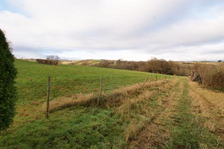 Baslow Road, Holymoorside, S42 7BN