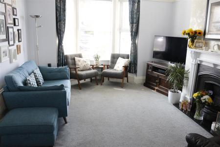 04_Living Room.jpg