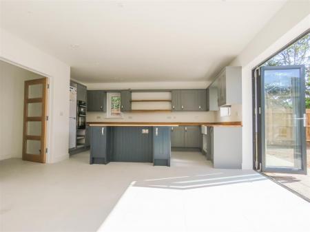 Kitchen (a).JPG