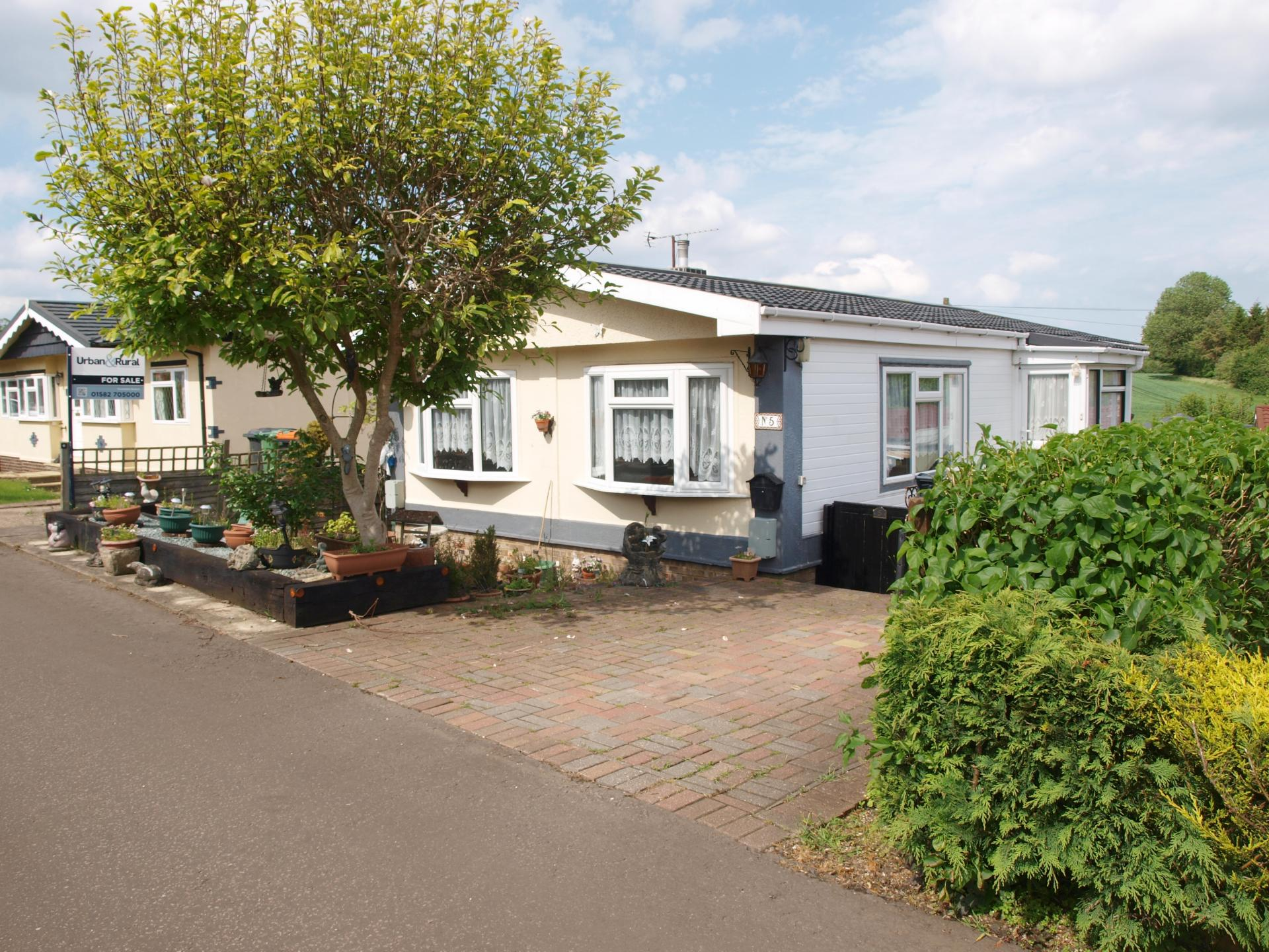 2 bedroom detached house for sale in dunstable for How much is a bedroom worth in an appraisal