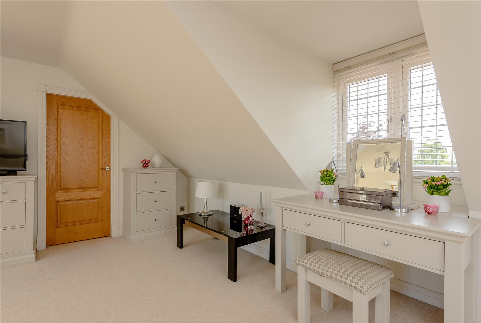6 bedroom Detached House for sale in Coventry