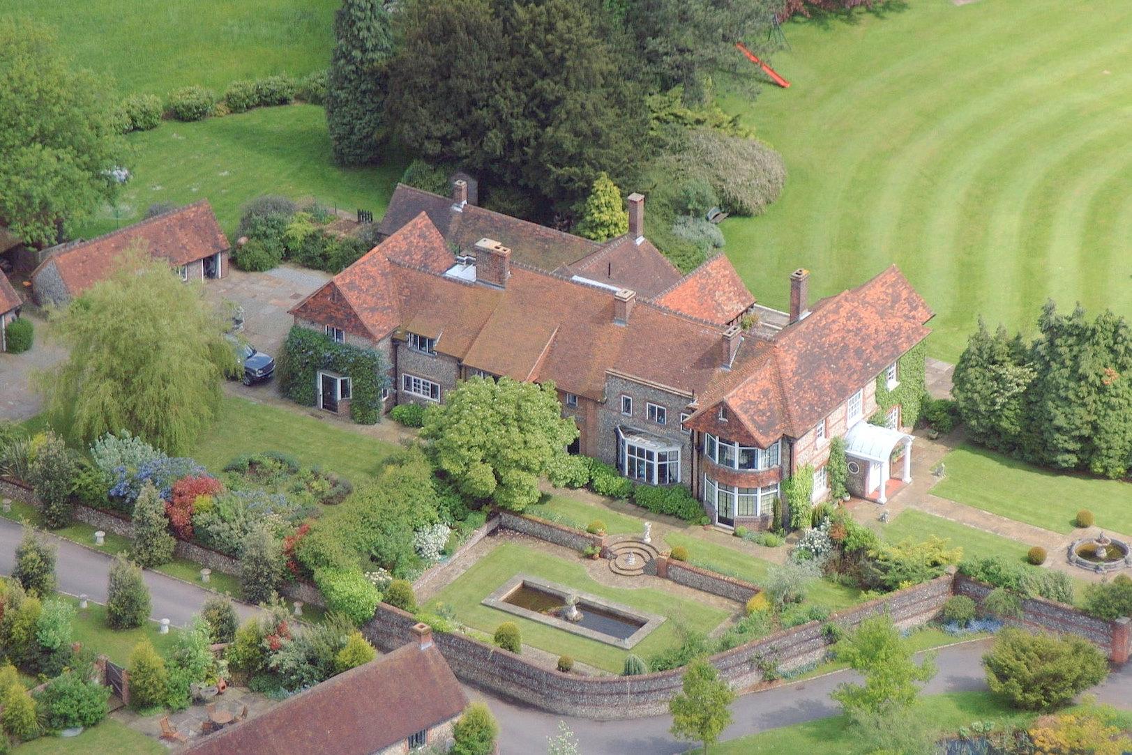 7 Bedroom Detached House For Sale In Kingswood