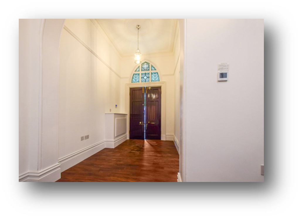18_ravenscroft_house_hallway
