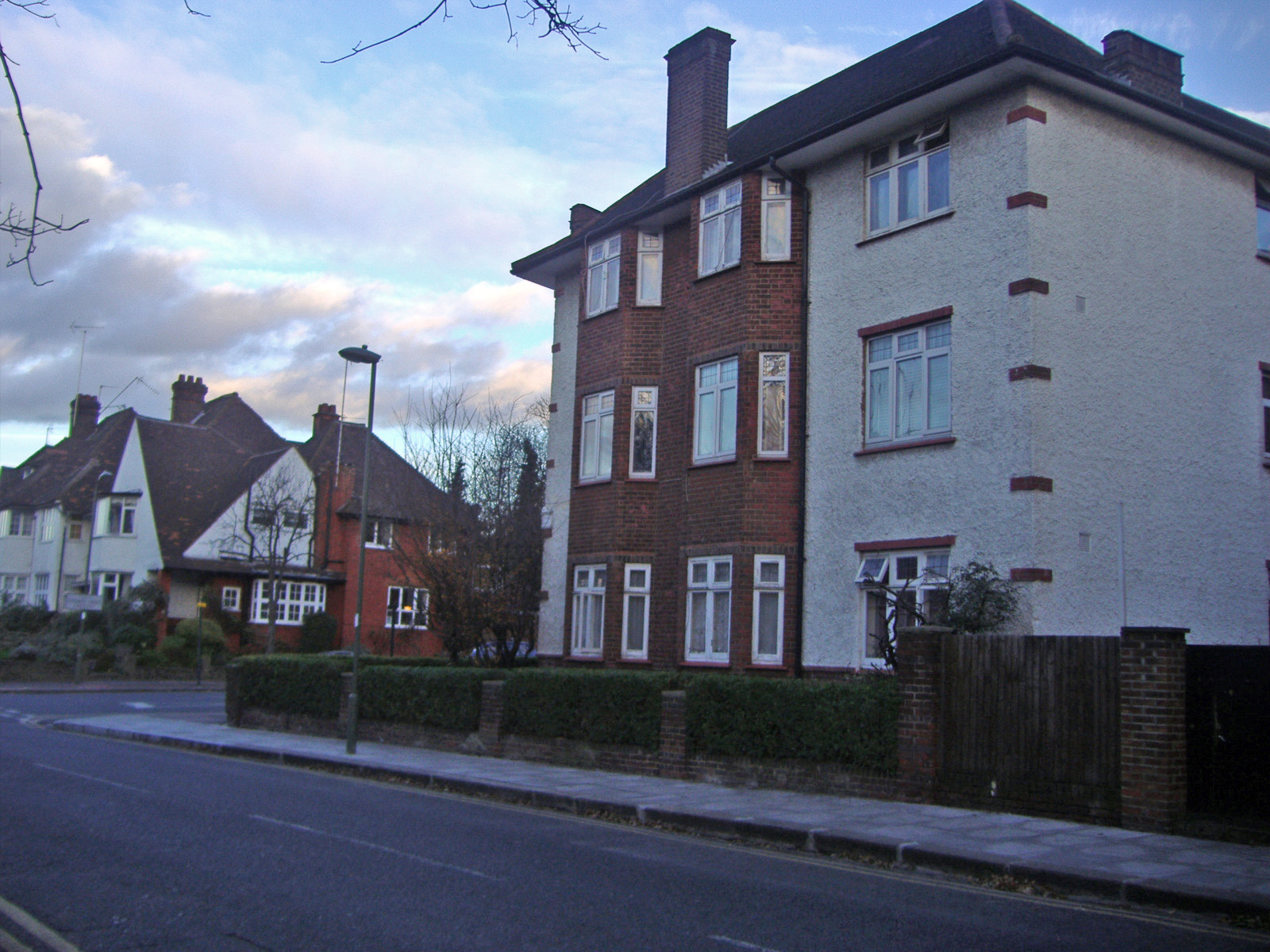golders_green_cres_corner_hd