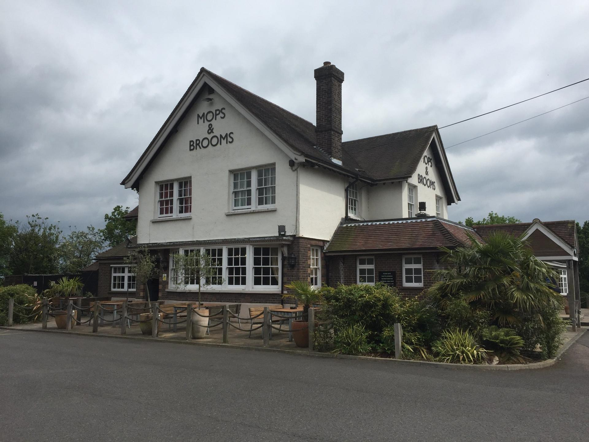 mops_and_brooms_pub_in_borehamwood_hd